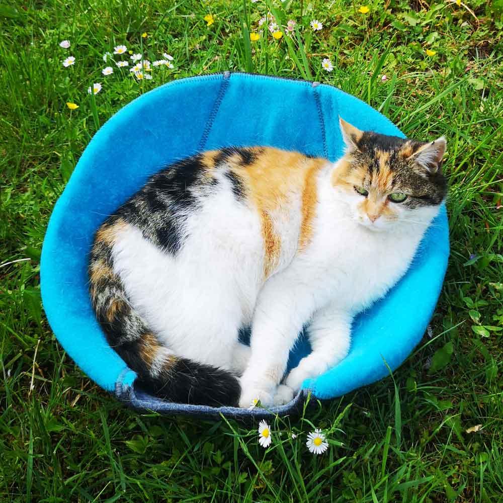 Lazy Place Katzenhöhle Katzenkorb © Andrea Breuer